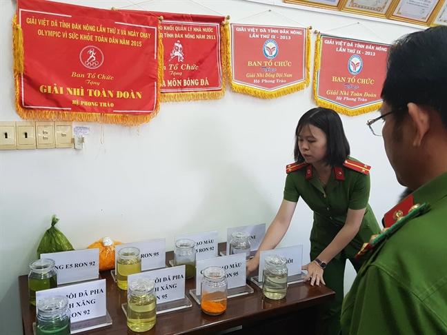 Khoi to doi tuong truc tiep pha xang gia cho Trinh Suong ban