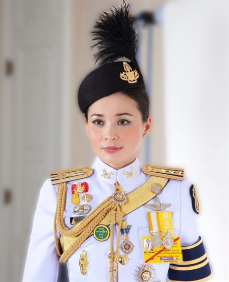 Nhan sắc một chín một mười của hoàng hậu và hoàng quý phi Thái Lan