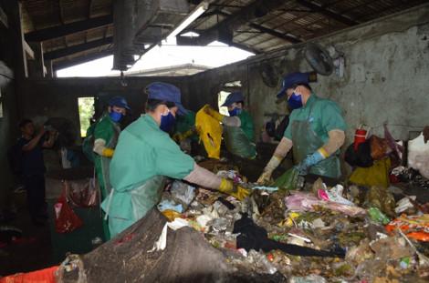 Tiếp tục phát hiện xác thai nhi trong nhà máy rác Cà Mau