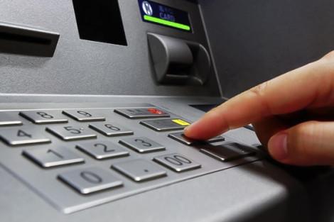 Bắt giữ người đàn ông nước ngoài gắn vật thể lạ vào trụ ATM