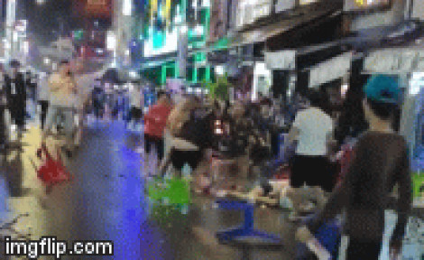Hai nhóm thanh niên hỗn chiến náo loạn trên phố đi bộ Bùi Viện