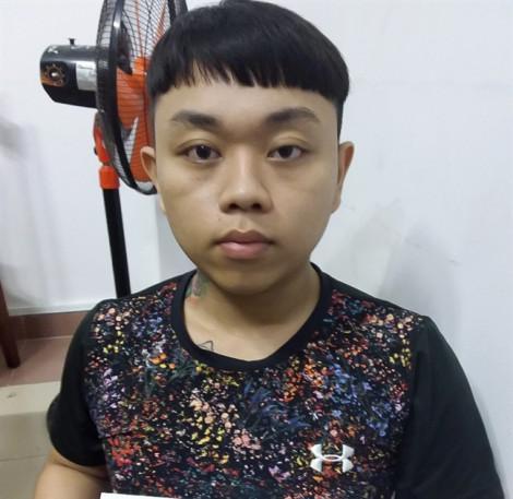Bắt 2 nhóm giang hồ ở Sài Gòn hỗn chiến bằng mã tấu và súng vì chuyện trai gái
