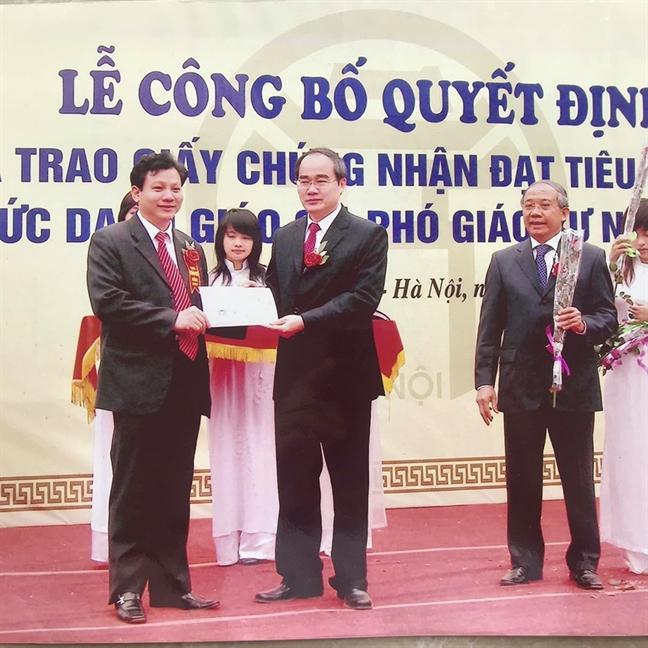 Khoi phuc chuc danh Pho giao su cua ong Hoang Xuan Que sau minh oan 'dao van'