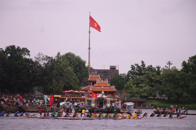 Song Huong day song voi giai dua thuyen mung Quoc khanh