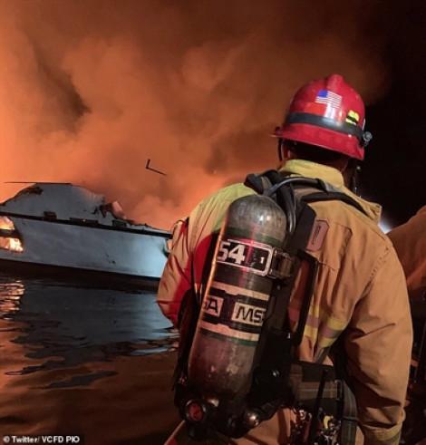 Du thuyền bốc cháy ngoài khơi California, hàng chục người nghi đã chết