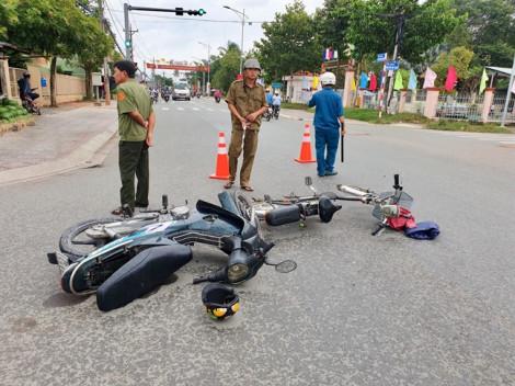 Đi học lại sau ngày nghỉ lễ, nam sinh bị xe máy tông giữa ngã tư