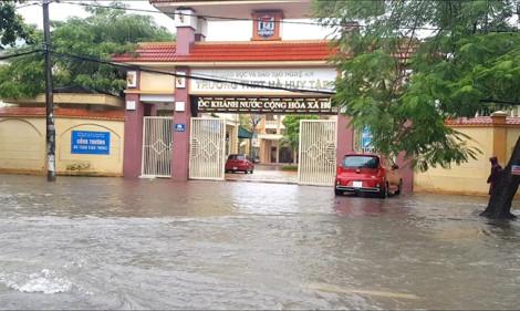 Nghệ An yêu cầu rút ngắn, thay đổi hình thức khai giảng để ứng phó mưa lũ