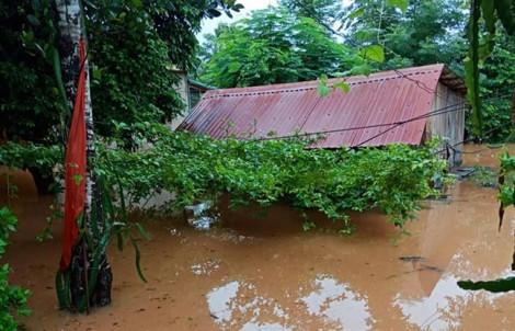 Quảng Trị tả tơi ngập lụt, sạt lở do áp thấp nhiệt đới