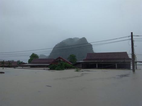 Cận cảnh những căn nhà bị ngập tới mái tại Quảng Bình