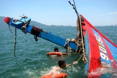 Tàu cá Nghệ An chìm ở Quảng Bình, 1 người chết, 5 người mất tích