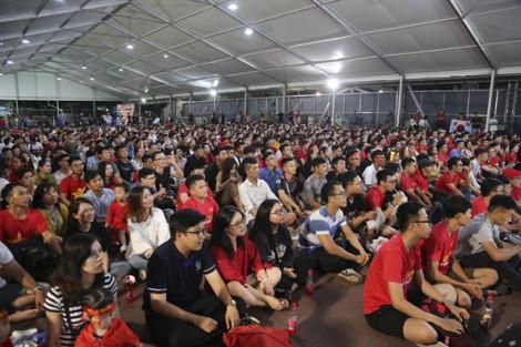 90 phút cảm xúc của cổ động viên Sài Gòn cổ vũ Việt Nam đấu Thái Lan