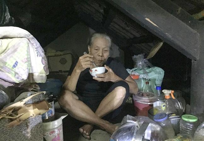 Cuoc song co cuc tren gac nha tranh lu cua nguoi dan ron lu Ha Tinh