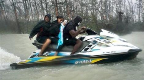 Đội thuyền cứu hộ tự phát giúp hơn trăm người thoát khỏi siêu bão tại Bahamas