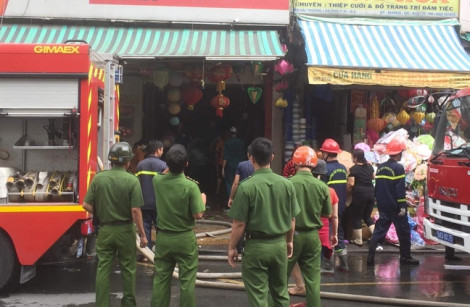 Cháy cửa hàng thiệp cưới trên đường Hải Thượng Lãn Ông