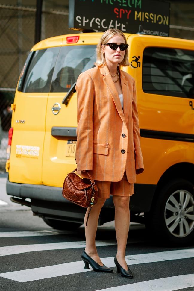 Suit ngan 'len ngoi' tai duong pho New York Fashion Week 2020