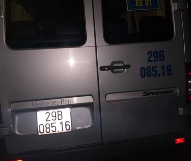 Tai xe xe cho hoc sinh chet bat thuong tren bo de