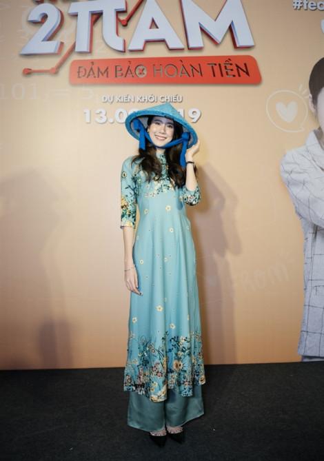 Nữ diễn viên Esther Supreeleela ngọt ngào trong tà áo dài Việt Nam