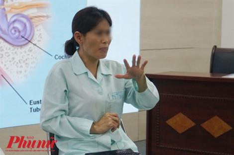 Bị 'tâm thần' 20 năm, người phụ nữ bất ngờ hết bệnh sau mổ tai