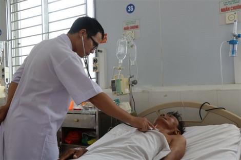 Lão nông ở Hà Tĩnh nhập viện do nhiễm 'vi khuẩn ăn mòn cơ thể'