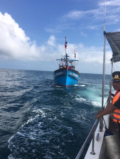 Ngộ độc cá trên biển, thuyền trưởng tử vong, 3 thuyền viên phải cấp cứu