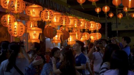 Đưa nhau đi check - in phố lồng đèn đẹp nhất Sài Gòn