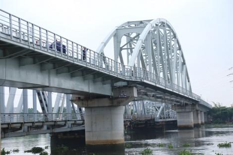 Chính thức thông tuyến đường sắt qua cầu Bình Lợi