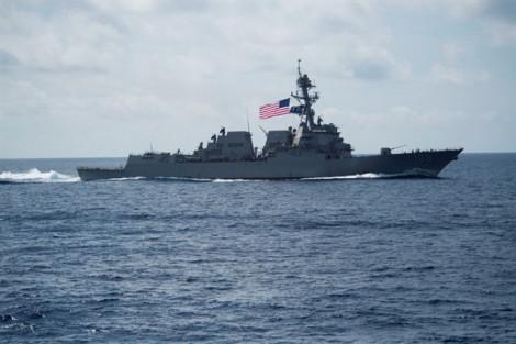 Trung Quốc 'trục xuất' tàu chiến Mỹ ngoài khơi quần đảo Hoàng Sa
