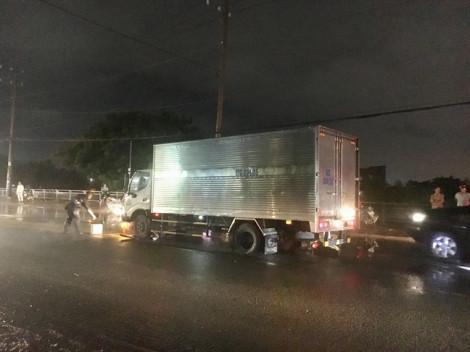 Truy tìm xe máy va quẹt khiến người đàn ông chết dưới gầm xe tải