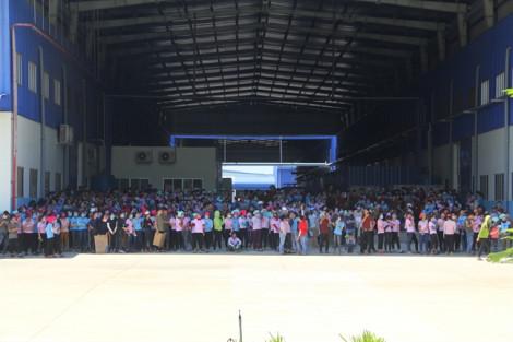 Giòi bò lúc nhúc trong suất ăn, 7.000 công nhân ở Quảng Nam dừng ăn, ngưng việc