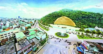Xẻ núi tạc phù điêu 86 tỷ, màn đại xòe 5.000 người: Những 'đại ngôn' văn hóa  chỉ có ở Việt Nam
