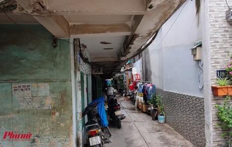 Dân liều mình ở lại chung cư sắp đổ sập
