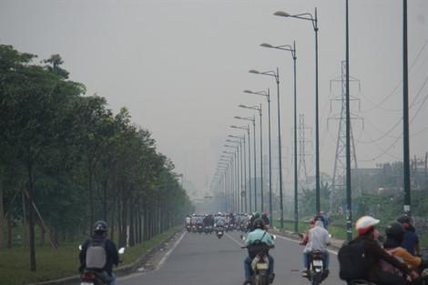 Nhà cao tầng, khu dân cư ở Sài Gòn mất hút sau lớp sương mù đặc quánh