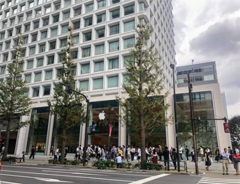 Người Việt sang Singapore, Nhật Bản... xếp hàng mua iPhone 11 lời được bao nhiêu?