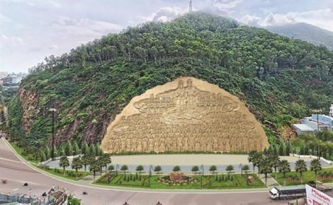 Bình Định dừng dự án tạc phù điêu trên vách núi