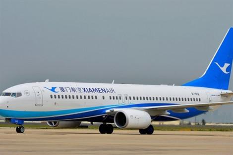 Khi hành khách mở cửa thoát hiểm trên máy bay cho… dễ thở