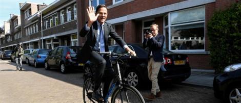 Thủ tướng Hà Lan đi làm bằng...xe đạp