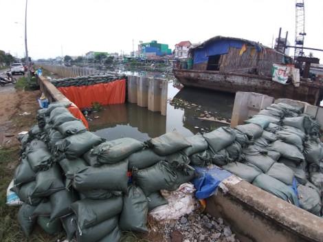 Vỡ bờ bao gây ngập ở quận 8 là do thi công dự án cải thiện môi trường nước?