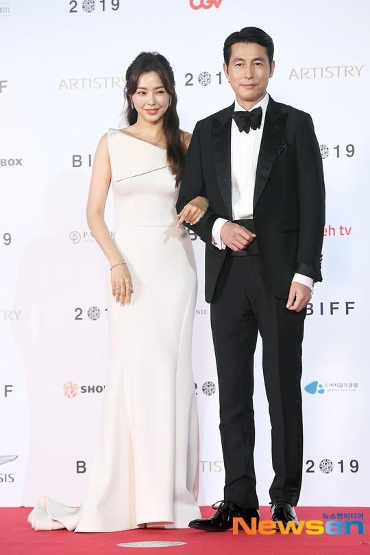 Yoona tua nu than, Honey Lee quyen ru tai LHP quoc te Busan 2019