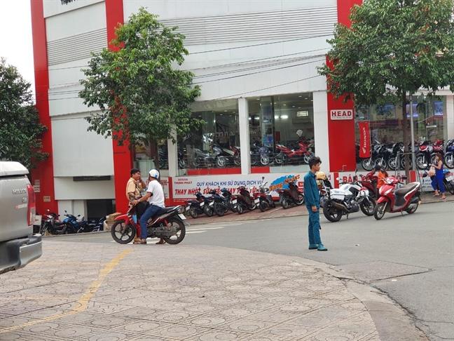 Kham xet ngoi nha ban tap hoa nghi lien quan den vu no tai Cuc thue Binh Duong