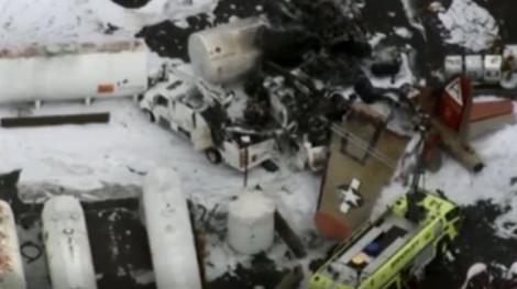 Máy bay ném bom huyền thoại B-17 rơi khi bay, 7 người thiệt mạng