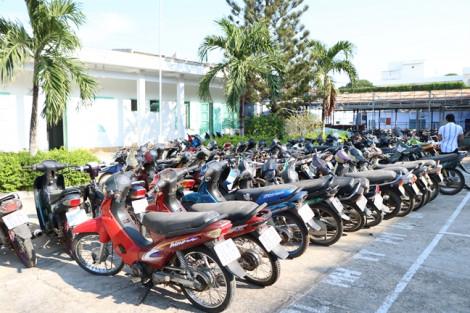 Cận cảnh hàng trăm phương tiện giao thông vi phạm bị hủy thành phế liệu