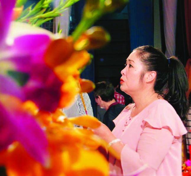 Hong Van: 'Chung toi  don doc  buon chai  de san khau  duoc sang den'