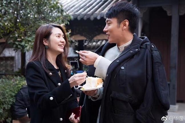 Hong Han bi chi trich khi phi pheo thuoc la
