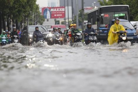 Người dân lo sợ nhà thành 'hầm chứa nước' khi đường Nguyễn Hữu Cảnh nâng lên 1,2m