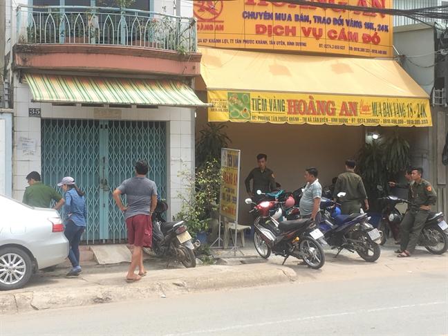 Trom leo ban cong, dot nhap tiem vang cuom 200 cay vang tai Binh Duong