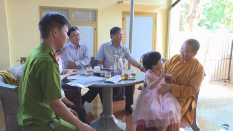 Ông ngoại tìm ra cháu gái 4 tuổi bị lạc từ miền Tây lên Đắk Lắk nhờ Facebook