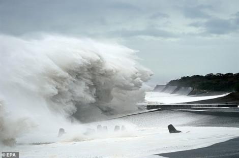 Đang hứng siêu bão Hagibis, khu vực Tokyo – Chiba chịu thêm động đất 5.7 độ
