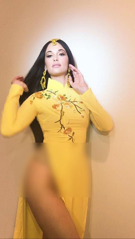 Ngô Thanh Vân bức xúc vì nữ ca sĩ người Mỹ nhạo báng áo dài Việt Nam