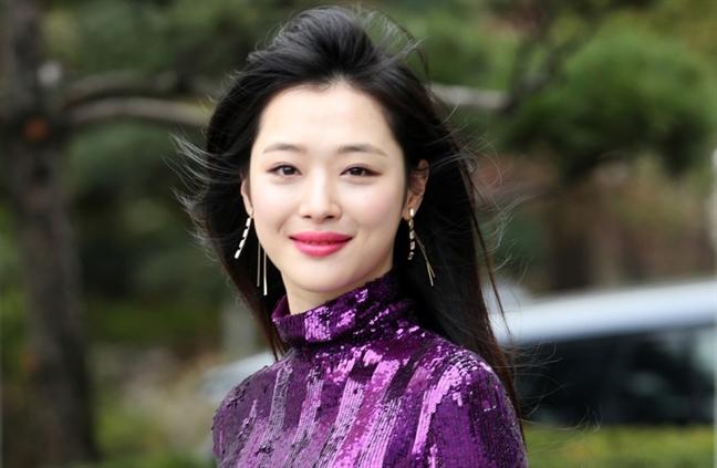 Canh sat Han Quoc xin loi ve cai chet cua Sulli