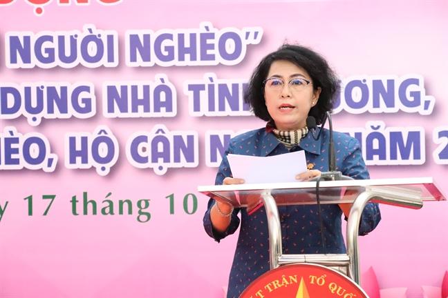Trao tang nha tinh thuong va phuong tien lam an cho ho ngheo